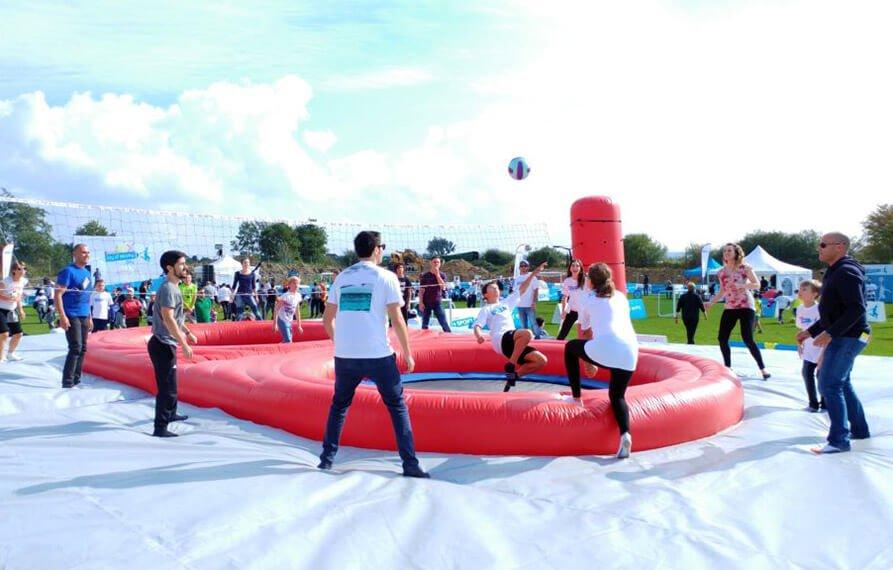 Kinder Ferrero ha festeggiato i 50 anni con Bubble Football e AcroVolley