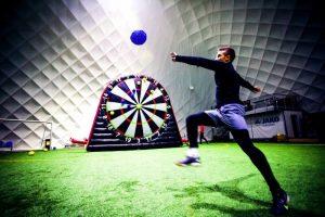 Noleggio Football Darts gonfiabile in tutta Italia