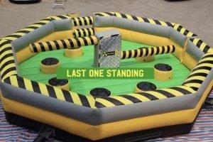 Noleggio gioco gonfiabile Last One standing